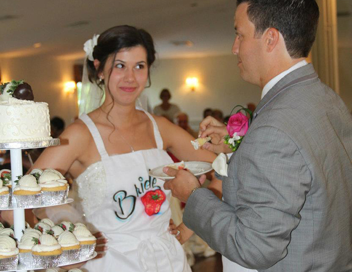 airbrush apron at wedding